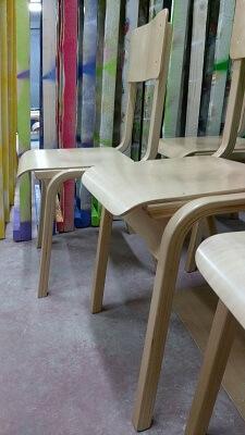 כסאות עץ בוק לילדי בית ספר