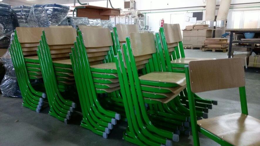 כסאות עץ לילדים ובתי ספר