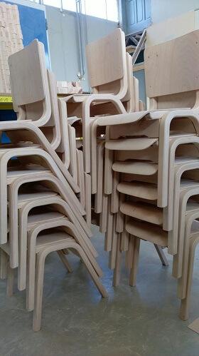 כסאות עץ לילדים מיוצרים מבוק