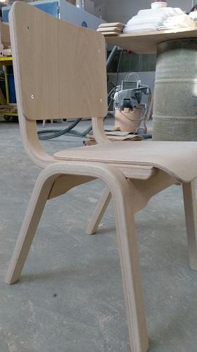 כסא עץ לבית ספר