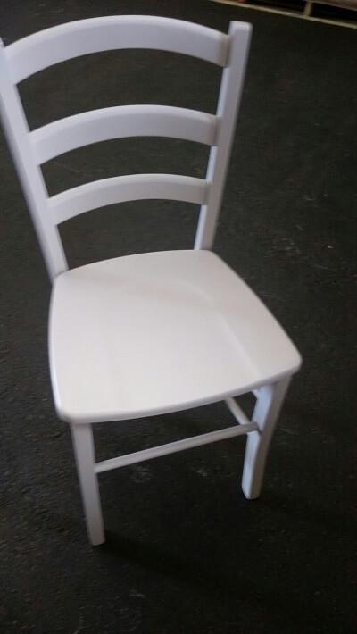 כסא עץ לפינת אוכל בצבע שמנת - עשוי מבוק