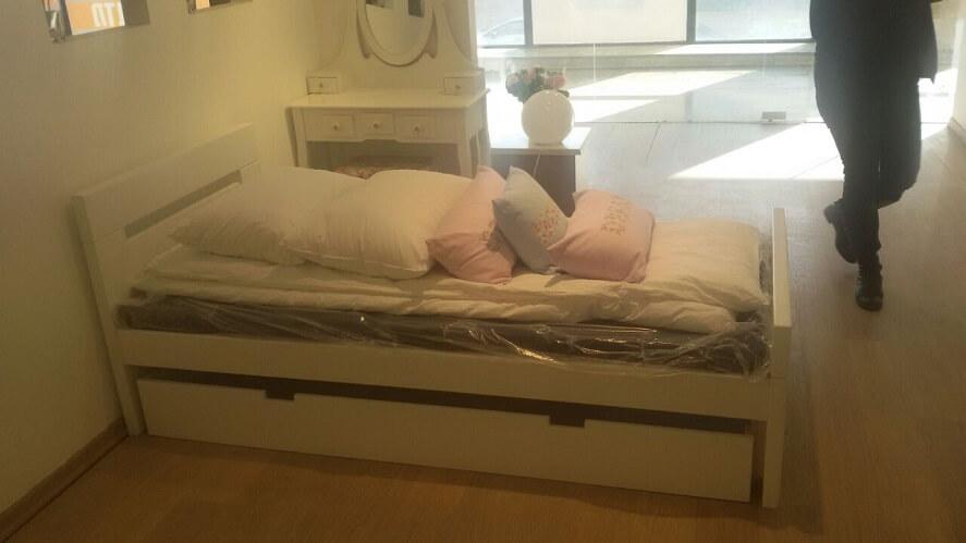 מיטת יחיד מעץ - נקס בצבע שמנת עם מגירה