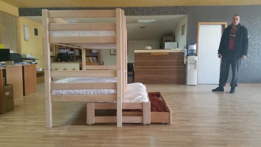 מיטת קומותיים מעץ כוללת מיטת חבר וארגז
