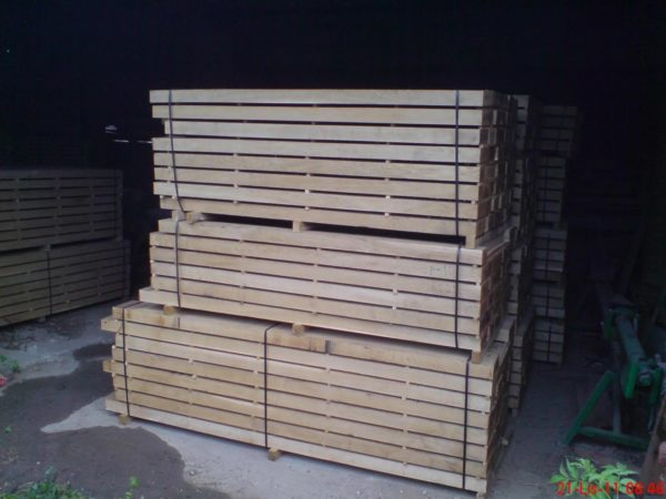 Hardwood oak wood beams