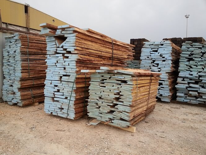 solid unedged oak lumber