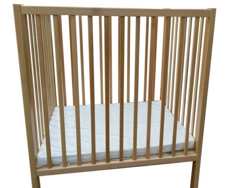 Solid wood baby crib – small model