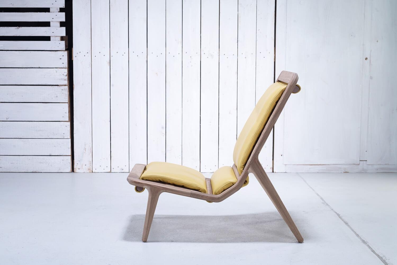 כסא מודרני מעץ אגוז