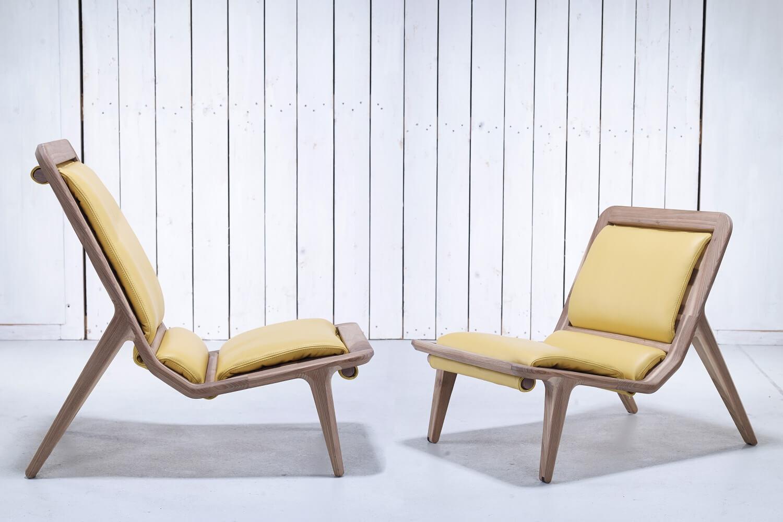 כסא מעץ אגוז
