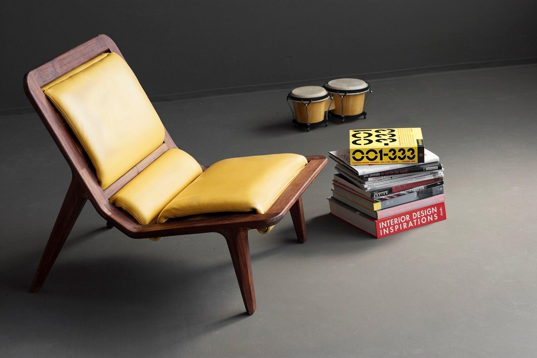 כסא עשוי מאגוז שחור