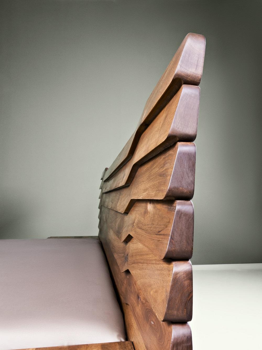 משענת מיטת עץ אגוז - Mista