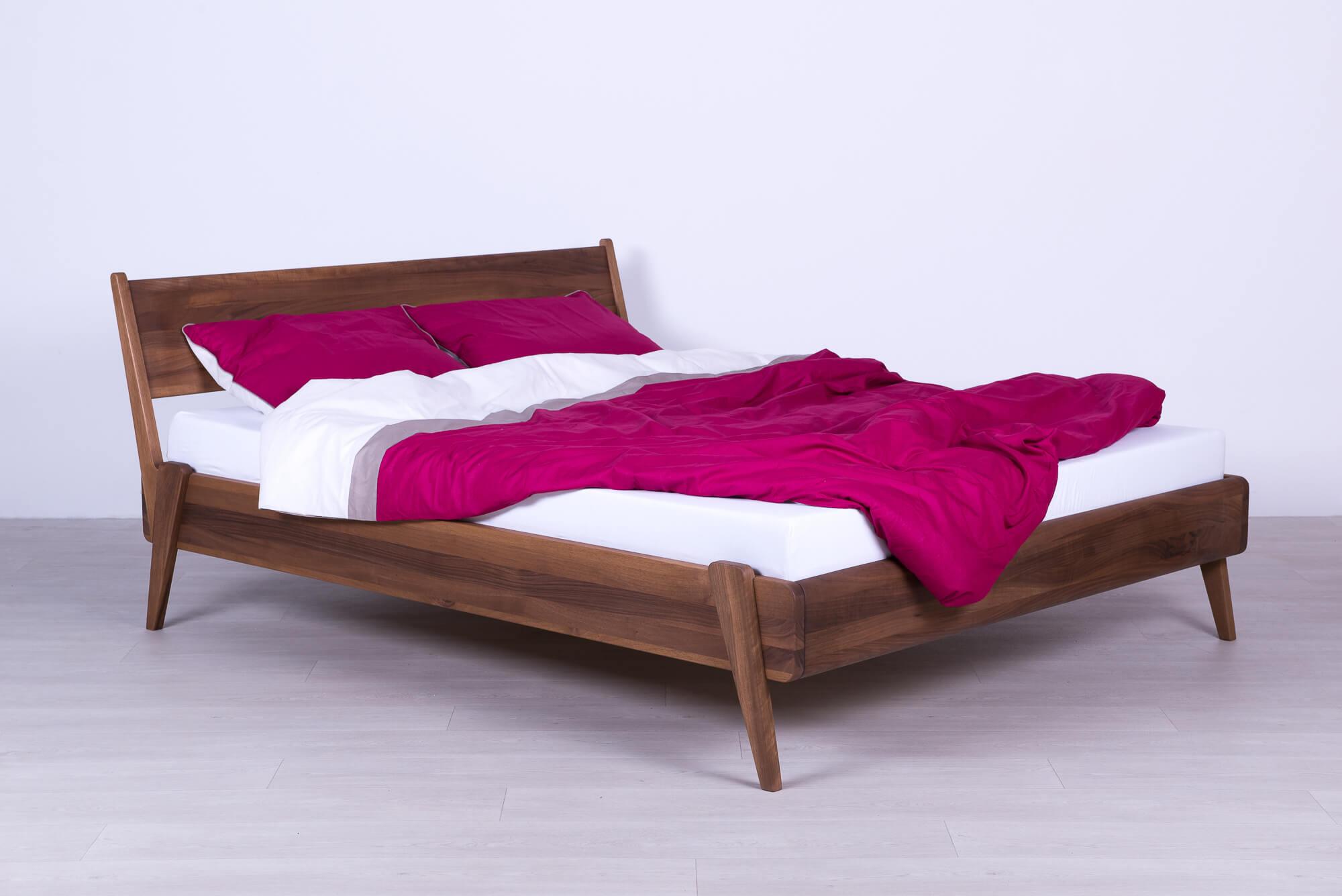 מיטת קטאניה מעץ אלון