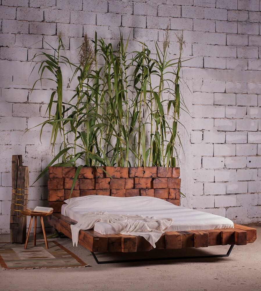 מיטה מעץ אלון בסגנון להבה