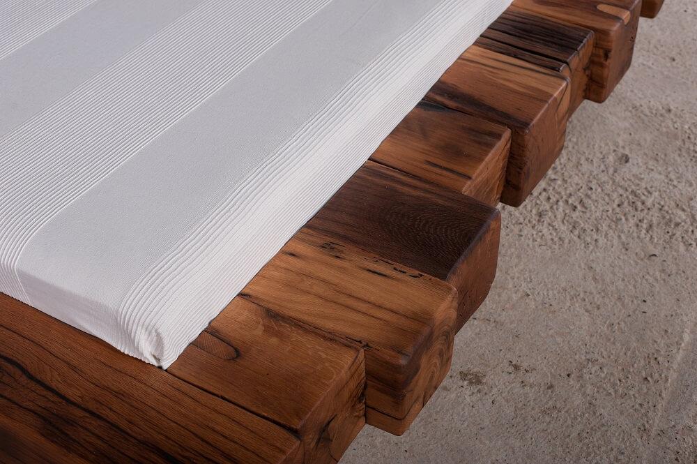 מיטה מעץ מלא אלון