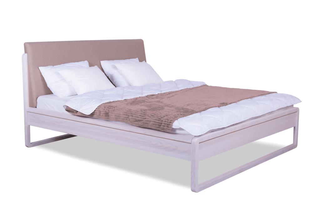 מיטה זוגית מעץ אלון מרופדת