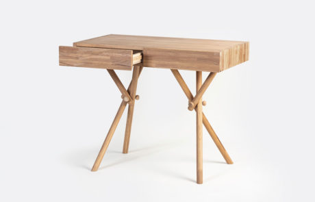 שולחן גרביים ארוכות